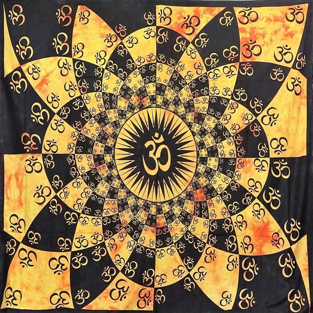 OM mintás falidísz Indiából narancs színben
