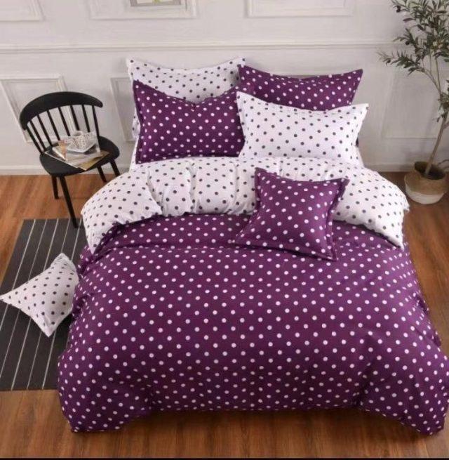pamut ágyneműhuzat lila színben fehér pöttyök