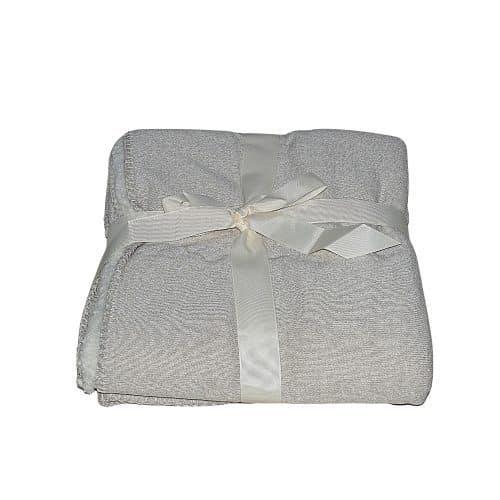 krém színben puha takaró egy személynek