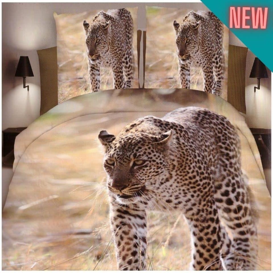 pamut ágynemű leopárd sétál a természetben