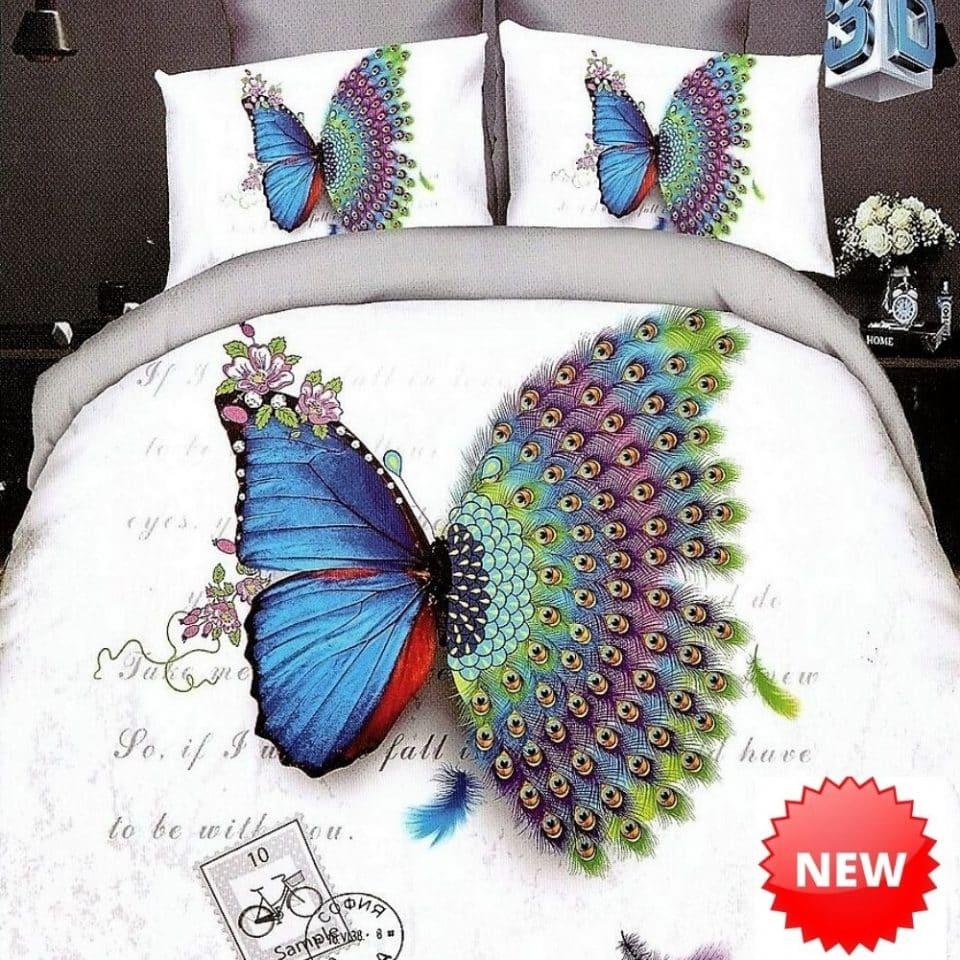 fehér színben színes páva tollak pillangóval