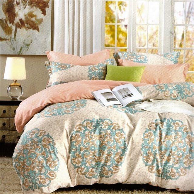 krém és barack színben ágynemű mintával