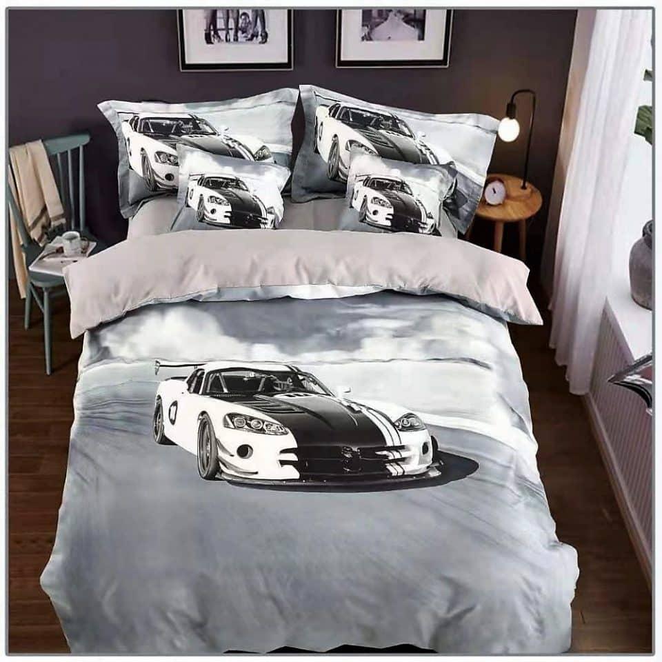 fehér sportkocsi világos alapon ágynemű
