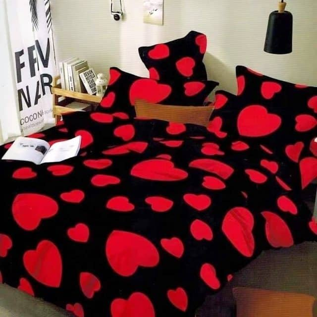 piros nagy szív fekete színben ágynemű