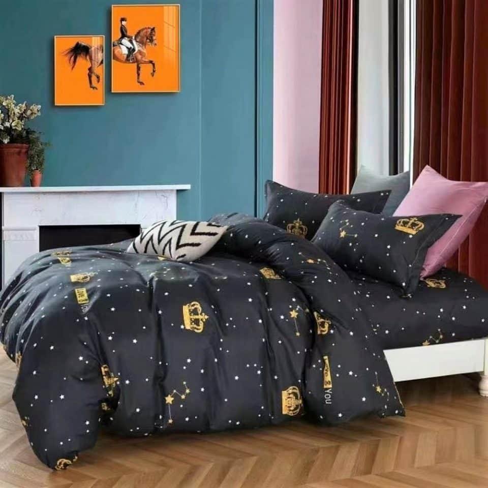 fekete alapon arany korona mintával ágynemű