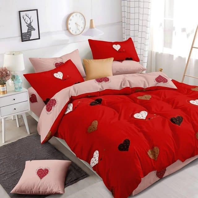 piros mályva színben szív mintával ágynemű