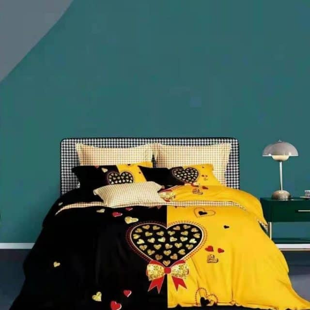 sárga fekete alapon nagy szív mintás ágynemű
